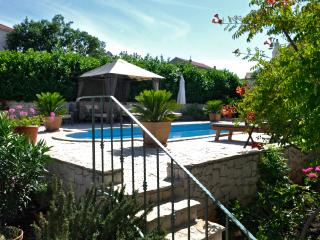 VILLA ANNABELL' PRIVATE APARTMENT WITH POOL.