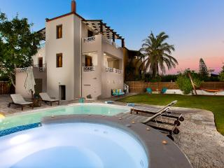 Villa Orange Tree, private pool & garden!, Prinos