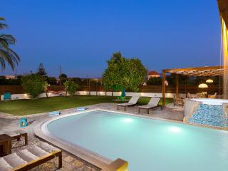 An aspect of the pool at sunset!
