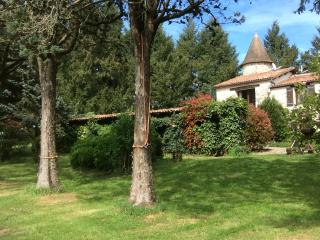 Charente Farmhouse in private grounds, sleeps 8