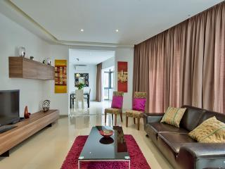 4 bedrooms, Sleeps 10, Free W-Fi, Beach, Sliema