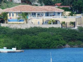 Waterfront Villa with Pool,Hot Tub,Gym&Ocean View, Willemstad