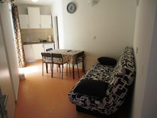 Apartment Bobbi 1 (A2+2)-center, 50 m from beach