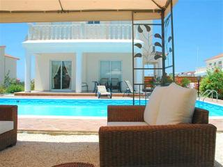 Coral Bay 3 Bed Villa - Private Pool -Tourist Area, Pafos