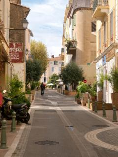The Village's Main Street: rue Saint Sauveur