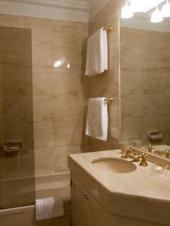Elegant bathrooom