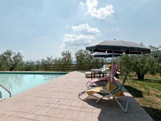 Campo Al Forte up to 8 sleeps with pool and A/C, Montale