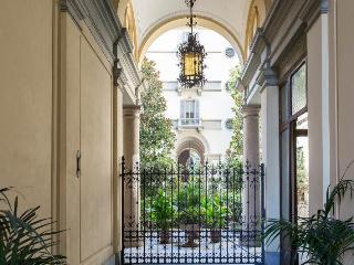 GREAT CENTRAL LOCATION - ELEGANT EXCLUSIVE FLAT, Milan