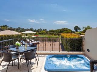 Luxury 2 Bedroom Apartment Near Sea with Jacuzzi, Quinta do Lago