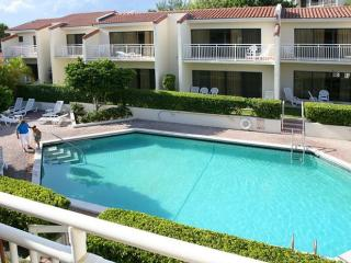 Beautiful Condo by the Beach with Heated Pool