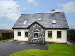 1 COIS CLOICHE, detached, en-suite, private enclosed gardens, in Lisdoonvarna, Ref 924722