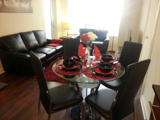 Deluxe 2 Bedroom Furnished Condo Square One - U11, Mississauga