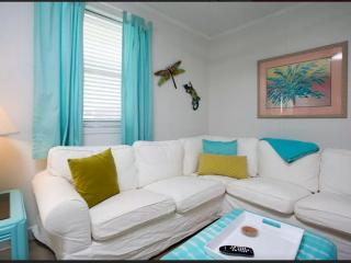 Papou's Place: Adorable Beachside Bungalow, Tybee Island