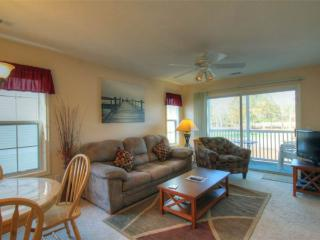 River Oaks Golf Plantation 2 Bedroom Condo with a Pool and Grill, Myrtle Beach