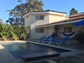 La Rotonda: Spacious, Pool, 1 Block from SJS Beach, San Juan del Sur