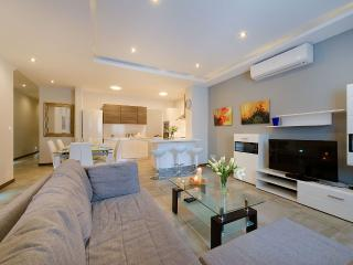 Central, Modern, Sleeps 8, Free Wifi, Swieqi