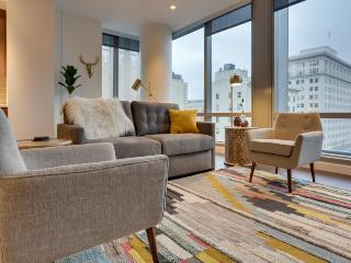 Modern downtown Park Avenue West condo with sweeping city views - dogs OK!