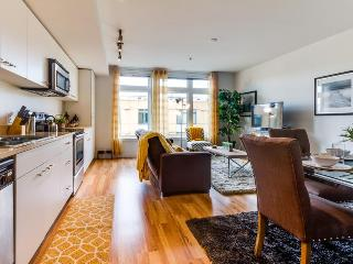 Bright, pet-friendly North Seattle condo next to Green Lake!