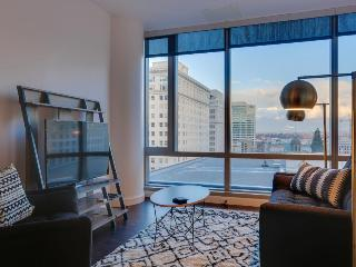 Dog-friendly studio with skyline views near Pioneer Square!