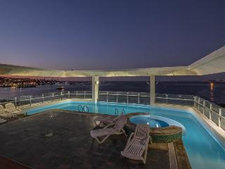 Colorful condo w/ shared rooftop pool & hot tub, sweeping views. Near the coast!