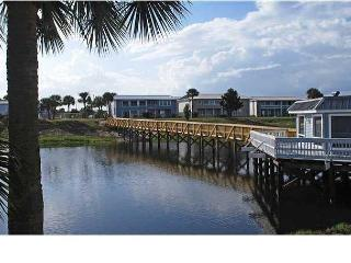 Charming 2 bedroom Condo located minutes from Sandy white beaches of Destin!
