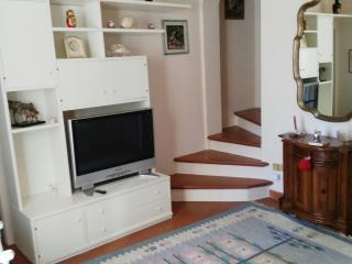 salottino e scale di accesso al 2° piano