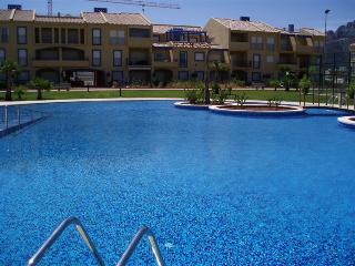 Bonito y completo apartamento en playa oliva/denia