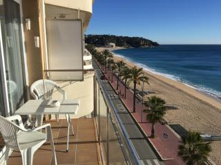 GARBI, LLORET BEACHFRONT CITY CENTER, FREE WiFi, Lloret de Mar