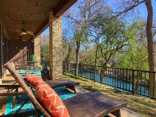 River Heaven 111.Fabulous 3 bed 2 bath! Right on the River!, New Braunfels