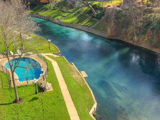 Riverfront Bliss! Immaculate 2/2 condo right on the Comal River!