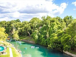 Inverness 216, FABULOUS  2/1 condo right on the Comal River!