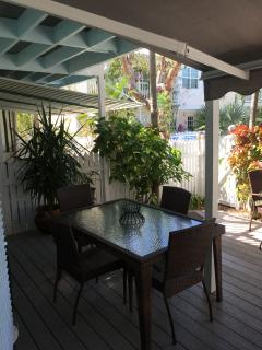 Private garden and deck-2