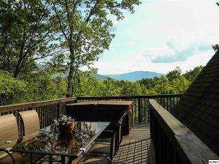 Amazing Smokey Mountain Views High Atop Cobbly Nob, Gatlinburg
