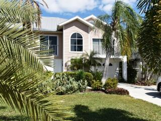 Villa Pelican - Great Location, just 2 ML to Beach, Fort Myers Beach