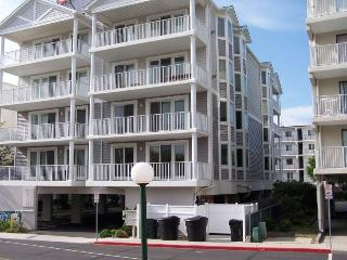 Beautiful 2 Level 3 BR Condo - Close to the Beach!, Ocean City