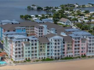 The Sanderling *Interior Condo with Pool View located with in complex Right on the beach!*, Virginia Beach