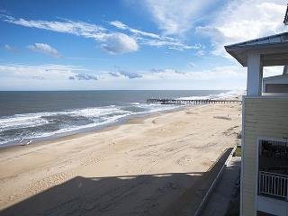 Penthouse Paradise 407 B *Direct Oceanfront Condo! Sweeping beach and ocean views!*, Virginia Beach