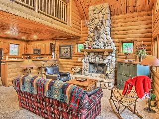 3BR Mountain Cabin - Skiers Paradise, Private, Sleeps 12, Boyne Falls