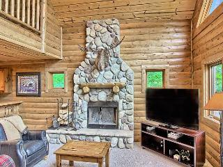 4BR Mtn Cabin - Skiers Paradise, Slope Side, Sleeps 13, Wood Burning Fire, Boyne Falls