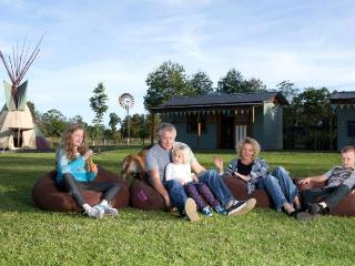 KINGS CREEK RETREAT - Group glamping near Forster