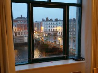 Heart of Historic Dublin / TEMPLE BAR / River View, Dublín