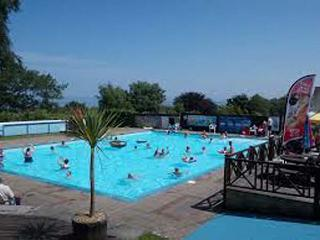I C LUNDY, end-terrace chalet, on-site facilities, indoor and outdoor swimming pool, WiFi, in Buck's Cross, Ref 933511, Bucks Cross