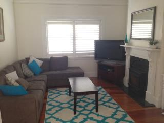 Bright and sunny 3 bedroom house!, Wahroonga