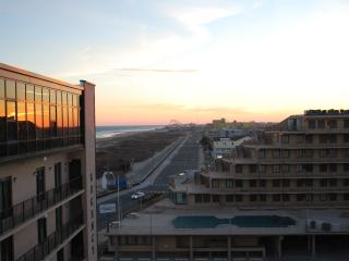 MODERN PENTHOUSE MAGNIFICENT VIEWS, North Wildwood