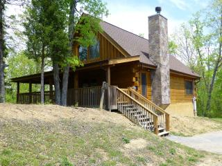Kid and pet friendly Douglas Lake Resort cabin, Sevierville