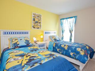 Sleeps 14 Frozen/Minion Rooms Close to Disney!, Davenport
