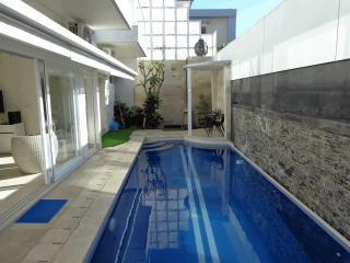 V Villas, Villa 1