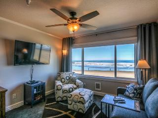 Direct Oceanfront Studio Condo - Steps to the Sand ~ RA65411, Lincoln City