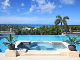Modern 5 bedroom villa walking distance from beach, St. Maarten