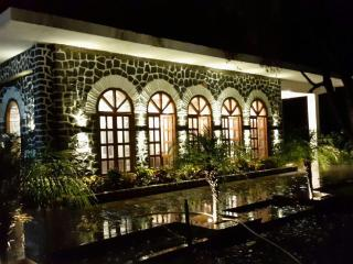 Luxury Bunglow, Michelin 5 star hotel amenities., Khandala